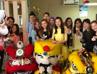 Chinese-New-Year-Lion-Dance-Celebration-at-the-office